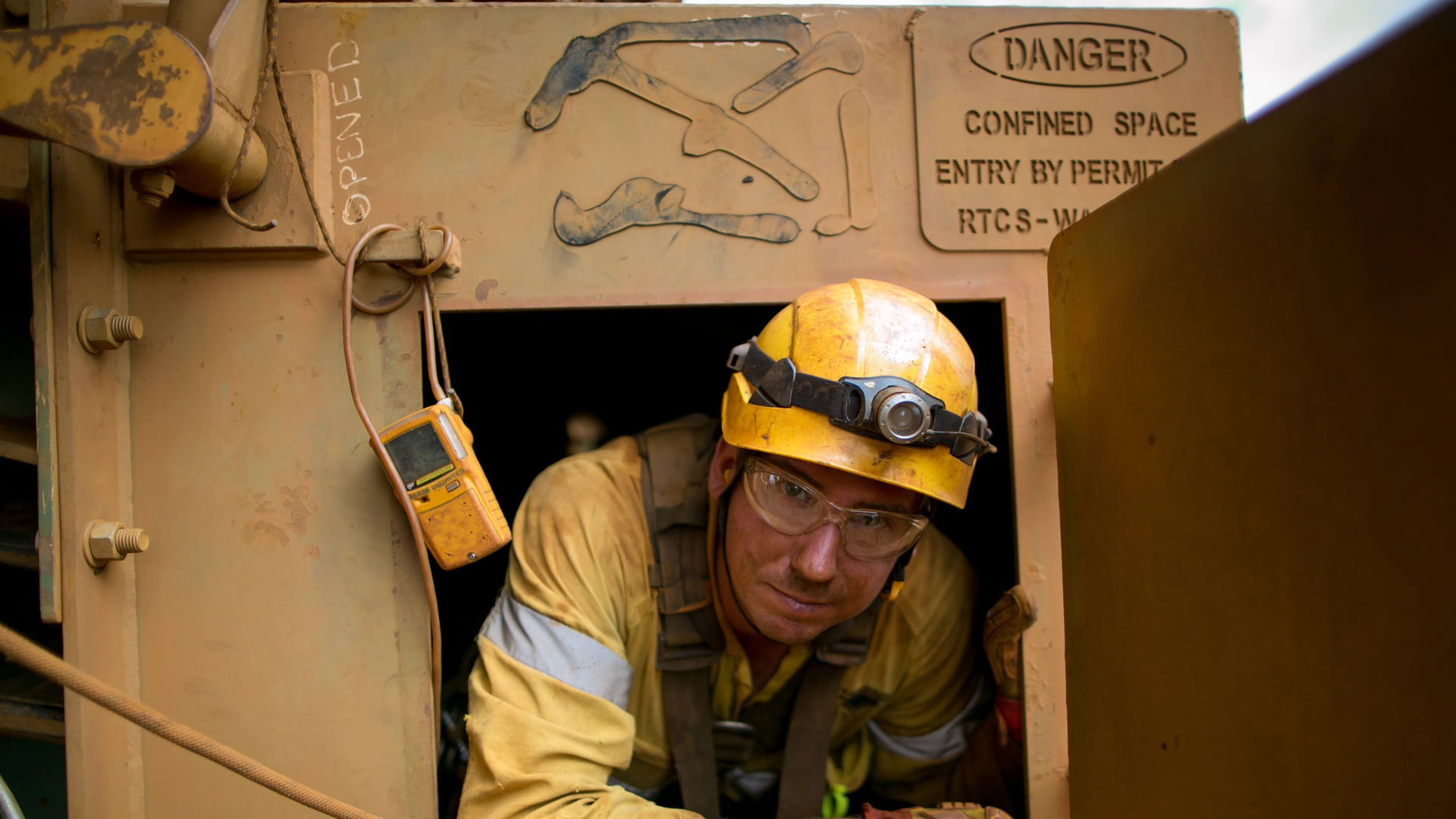 RIIWHS202D Enter and work in confined spaces